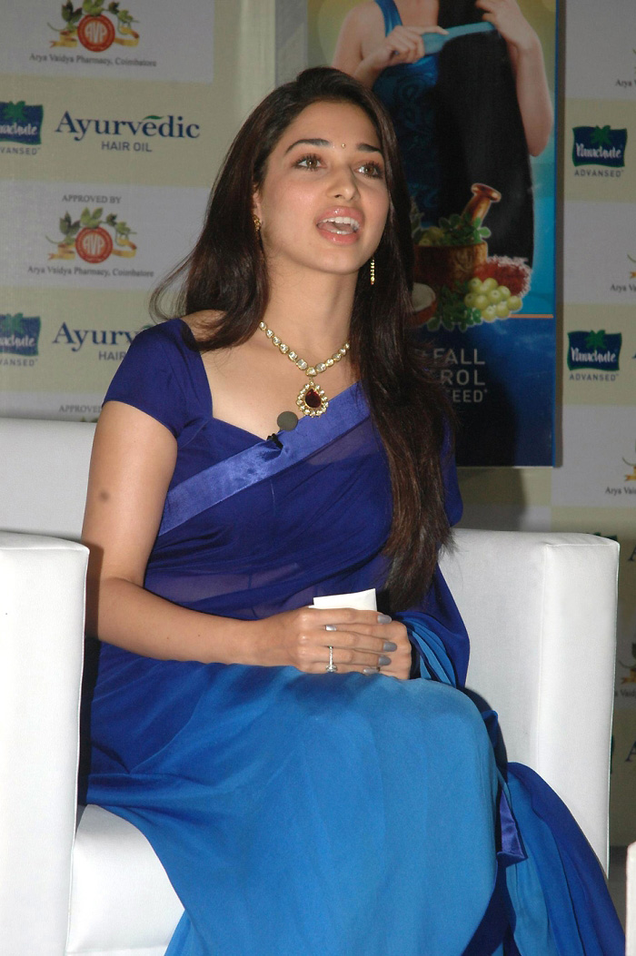 glorius and rosy Tamanna pic in blue saree