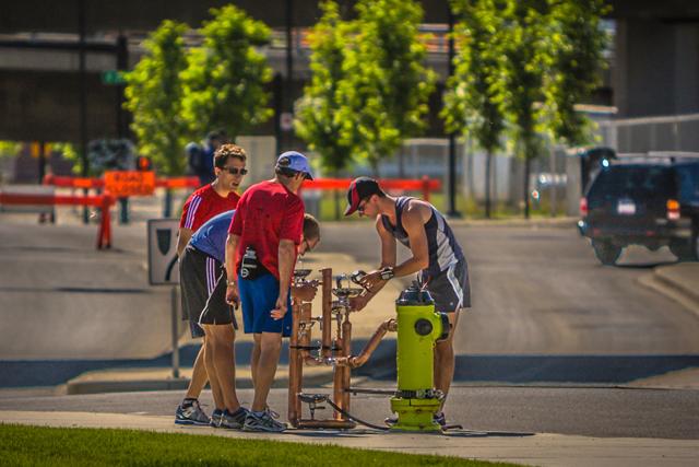Bebedouros são adaptados em hidrantes