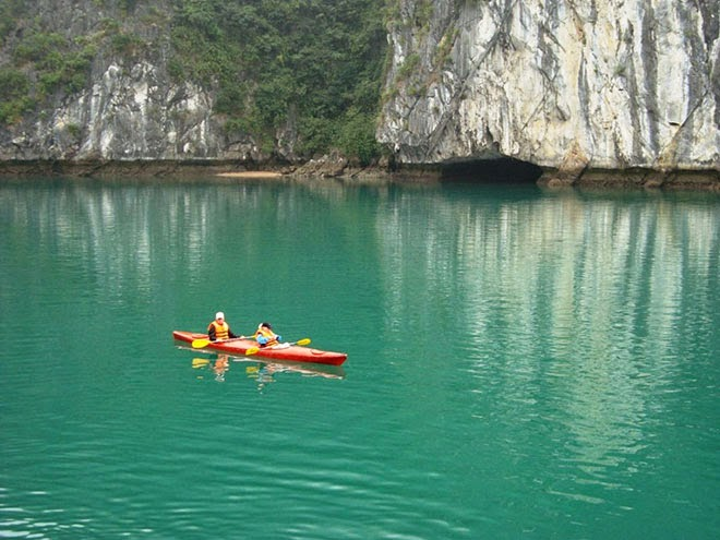 Kayaking Halong Bay 1