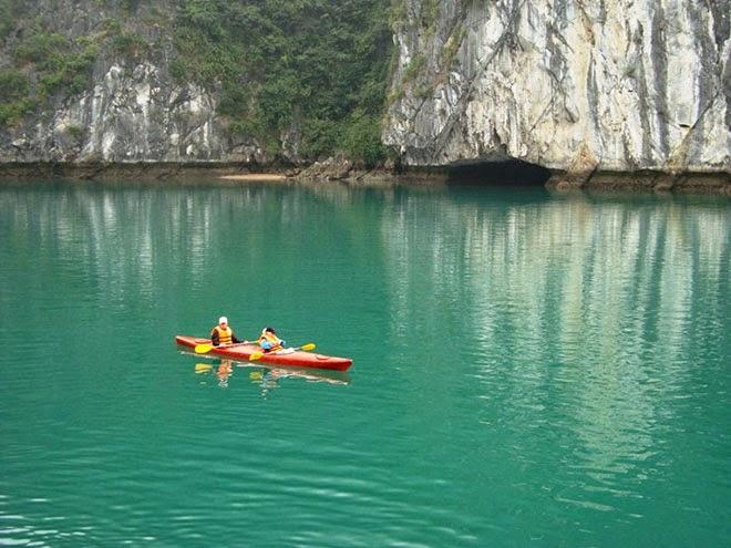 Kayaking Halong Bay 1