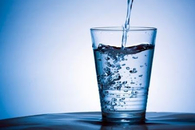 Minum 8 Gelas Air Per Hari Itu Hanya Mitos