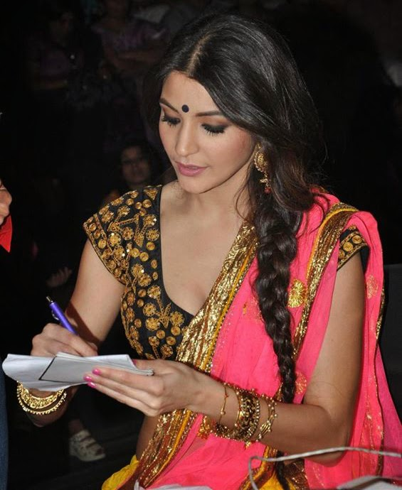 Anushka+Sharma+Spicy+Hot+Photos+In+Gorgeous+Saree002