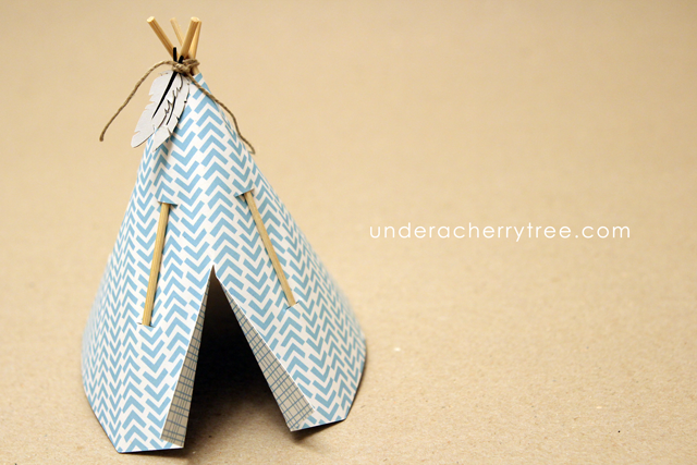 http://underacherrytree.blogspot.com/2014/10/friday-freebies-plus-new-animal-pow-wow.html