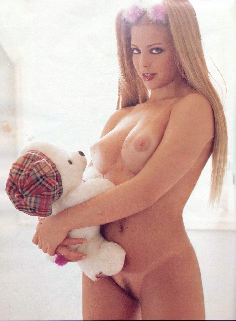 Fotos da linda loira Sheila Mello nua na revista sexy