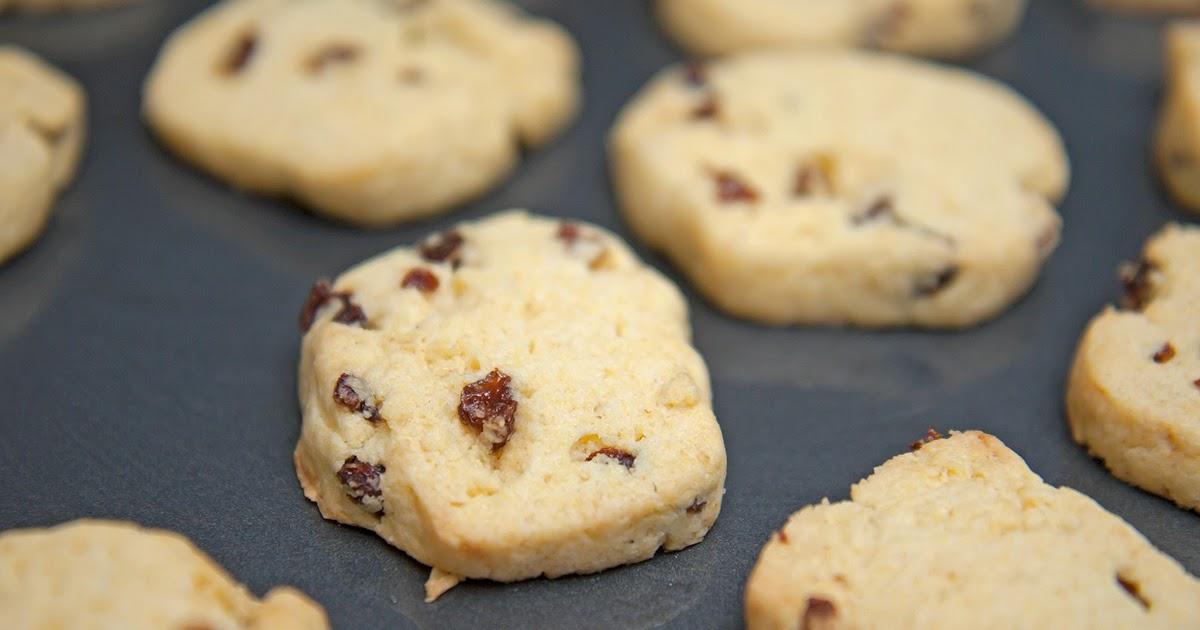 Cook With No Books: Cornmeal raisin cookies