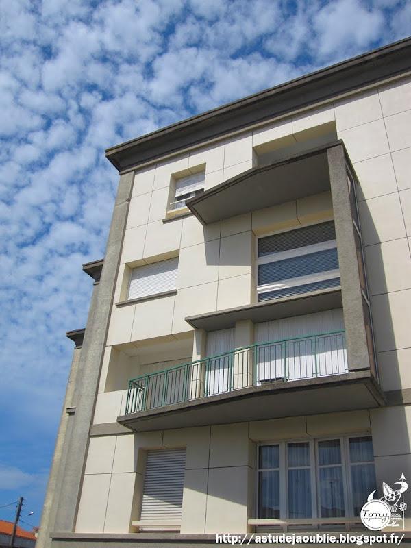 Royan - Immeuble, rue de Foncillon  Architecte: Louis Simon  Projet / Livraison: 1949 - 1964