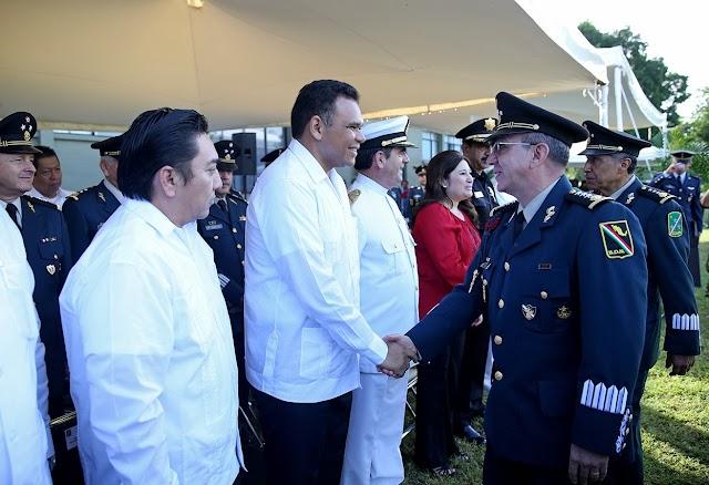 Gobernador asiste a ceremonia de cambio de mando en la X Región Militar