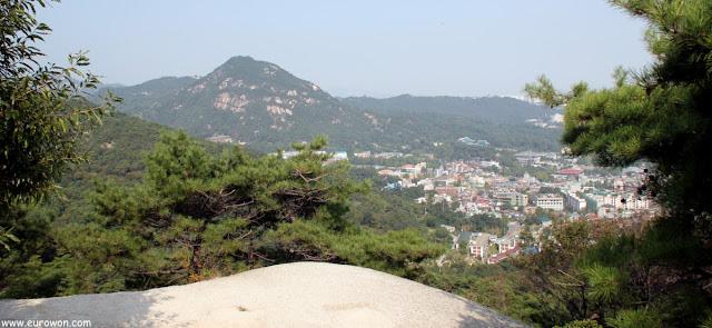 Bugaksan vista desde la montaña Inwangsan