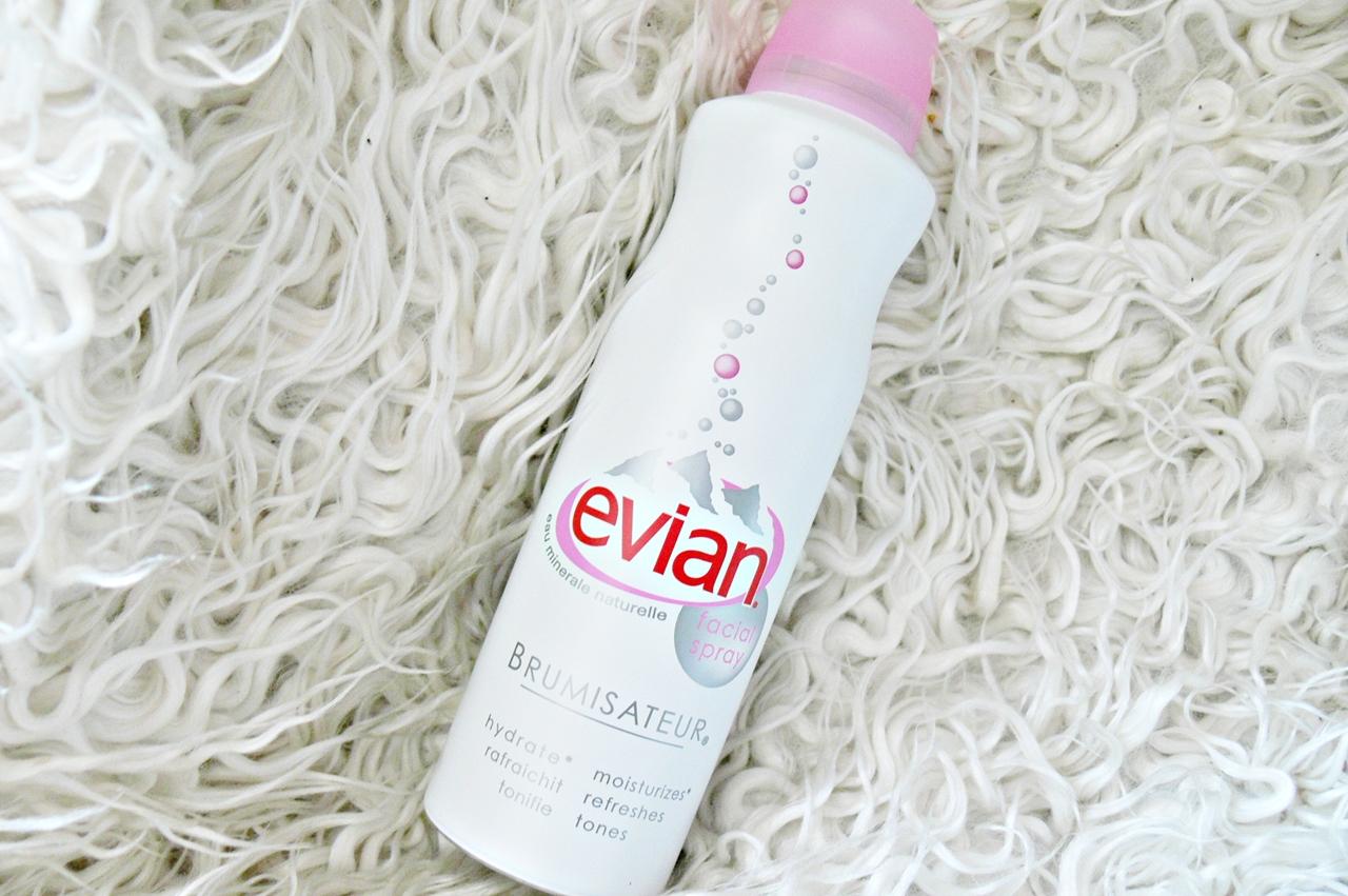 woda termalna w sprayu Evian