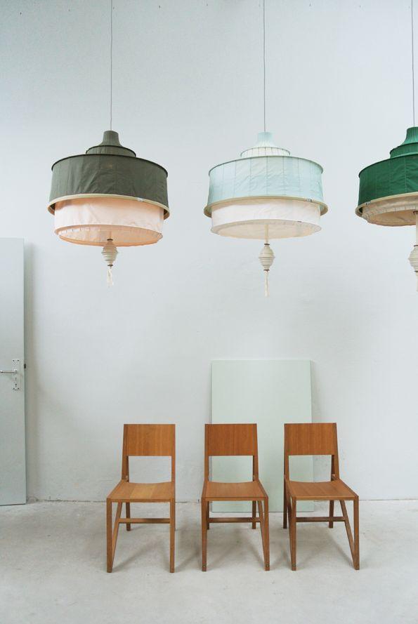let loftslampe med store porcelænsperle