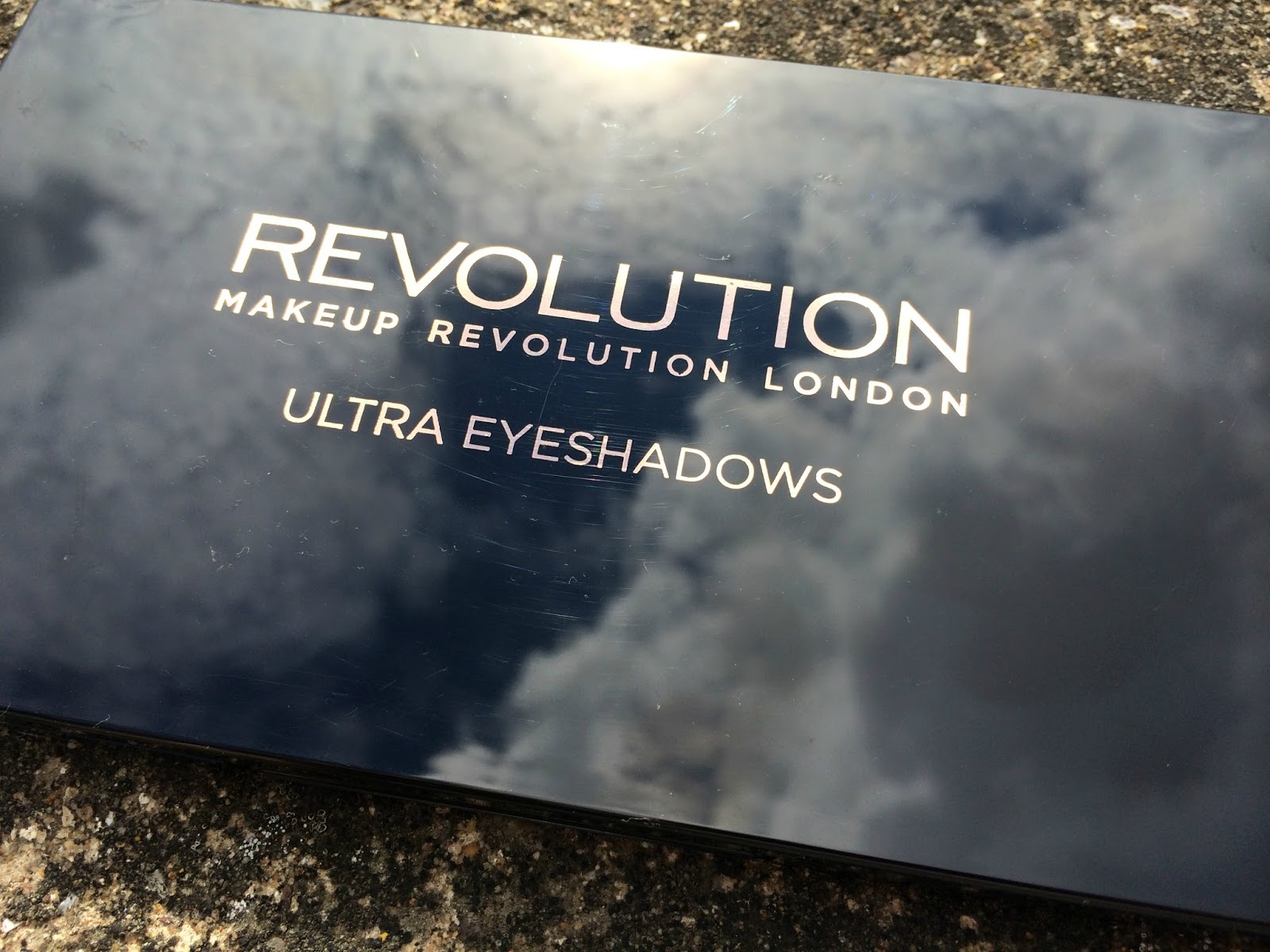 Make-Up-Revolution-Eyes-Like-Angels-Palette