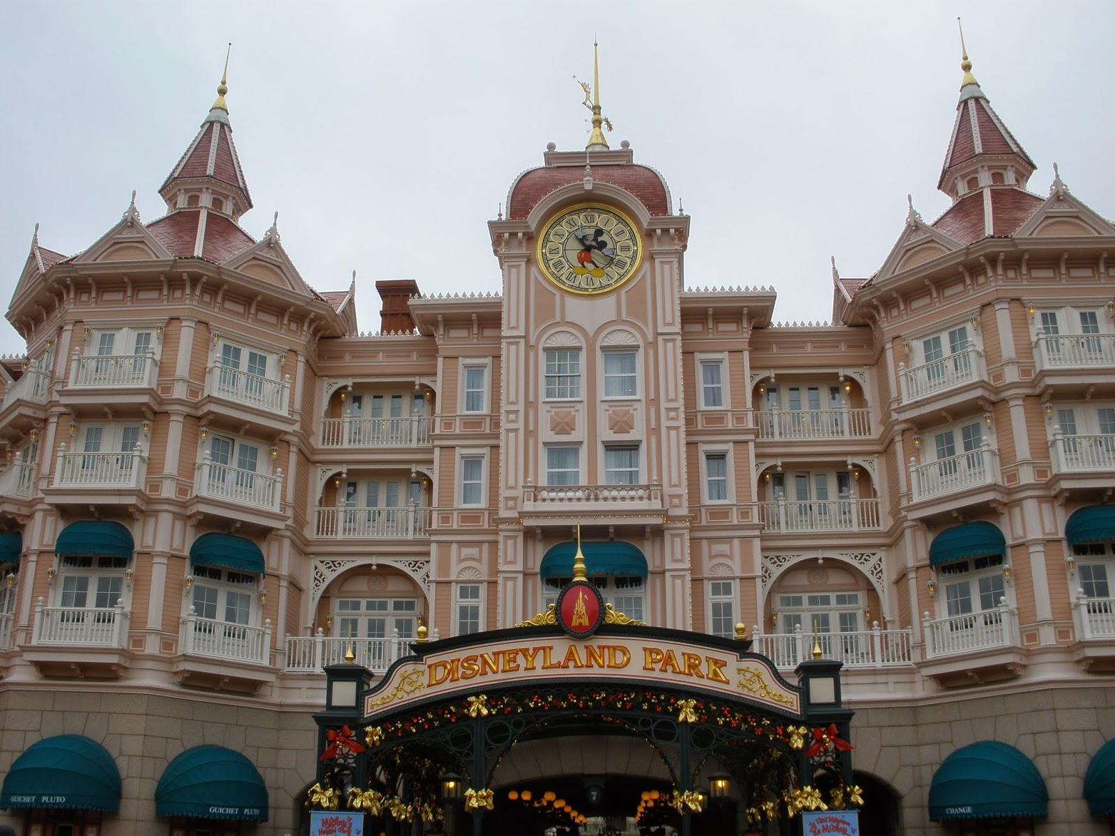 DisneyLand París, ideal para ir con los niños, te hará regresar a tu infancia.