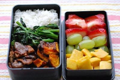 Сбалансируйте рацион таким образом, чтобы в нем обязательно присутствовали витамины D, С, E, а также витамины группы B и полиненасыщенные жирные кислоты.