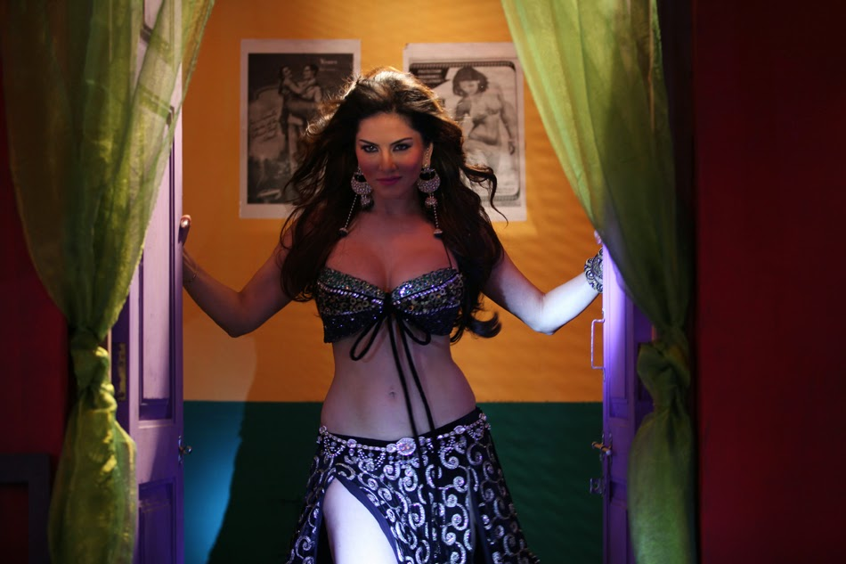 Sunny Leone hot Juicy Thighs 28 inch waist 40 size round ass