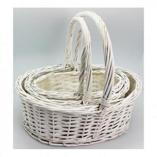 http://www.regalosbodasbautizoscomuniones.com/complementos/1636-juego-de-3-cestas-mimbre-ovaladas-blancas.html
