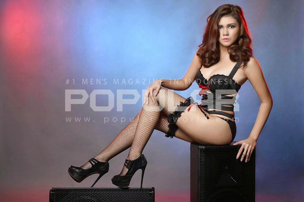 Hot Photo Nadine Iskandar Black Lingerie on Popular Magazine Maret 2015