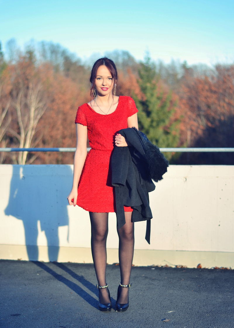 Weihnachts_Outfit_rotes_Kleid_elegant_Mantel