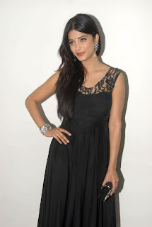 Shruthi Haasan looks stunning n Black Sleeveless Dress and straight long hairs Must see