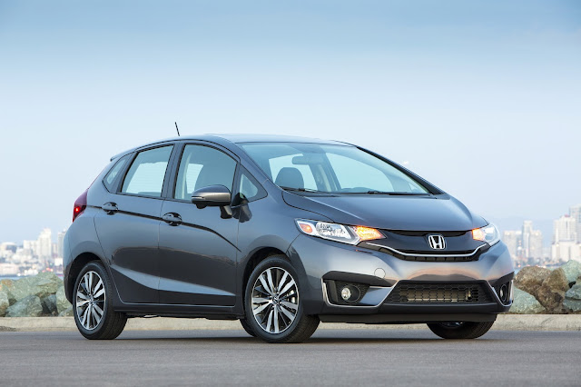 Front 3/4 view of 2016 Honda Fit