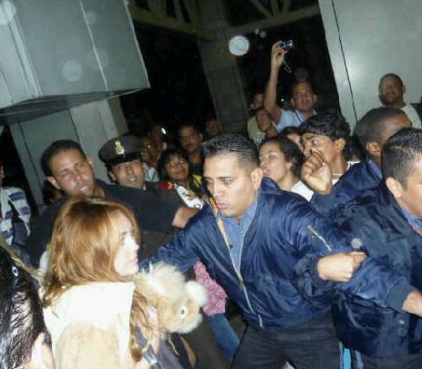 gossip celebrity spanish miley cyrus llega a venezuela