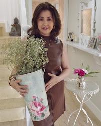 Con sus ramos florales...
