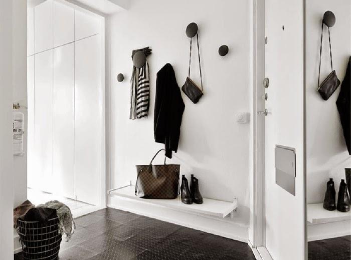 la mejor manera de dar amplitud a tu entrada y alejar esa sensacin de espacio reducido es con los espejos los que nos serviran para darnos ese toque de