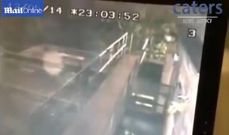 Απίστευτο βίντεο: Φάντασμα... κόβει βόλτες σε εγκαταλελειμμένη παμπ!