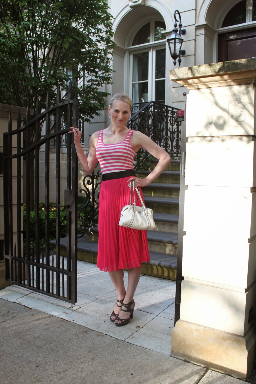 Budget Summer Style Hot Pint and Stripes | all dressed up with nothing to drink...