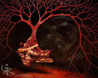 Roter Baum im Zauberwald – Bild: Garth Knight