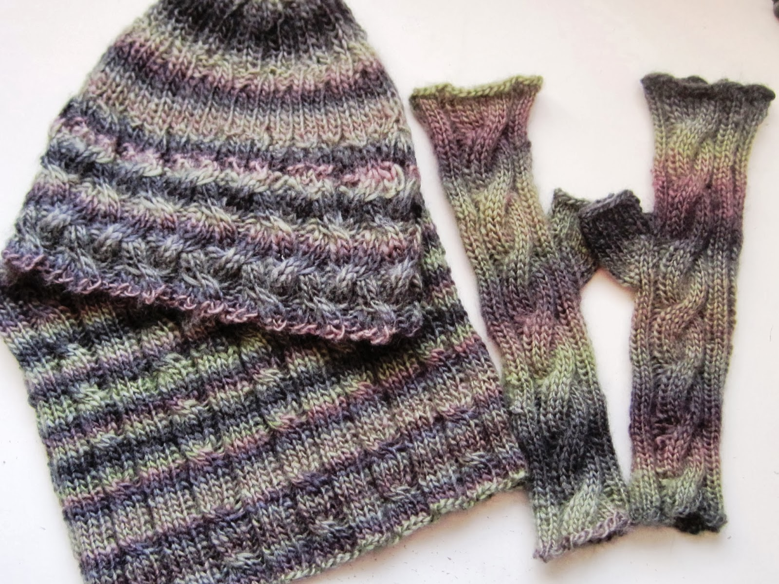 Knitting Patterns Using Red Heart Boutique Unforgettable Yarn : MAGPIES MUMBLINGS: January 2014
