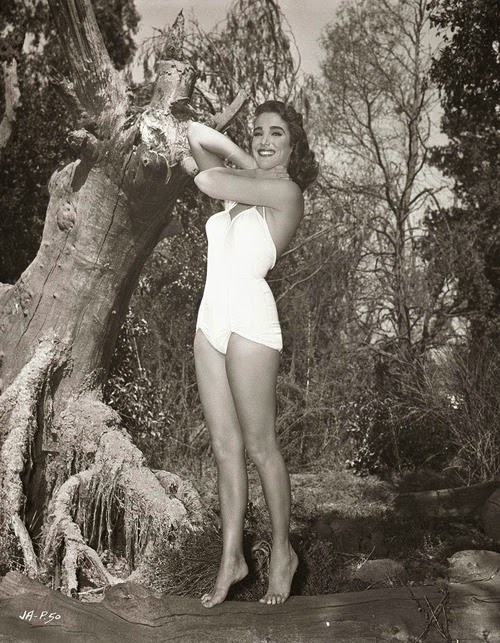 Frumusete de weekend: Julie Adams