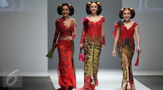 Model Kebaya Selebritis Zaskia Gothic Ayu Ting-Ting Jupe Anne Avantie