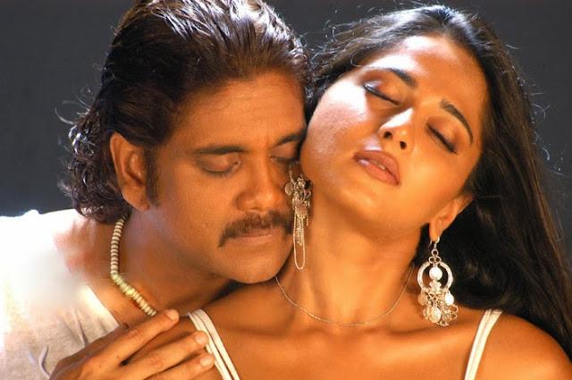 Anushka shetty hot with nagarjuna