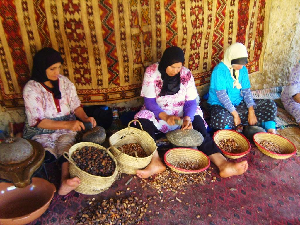 摩洛哥堅果果殼夾碎過程