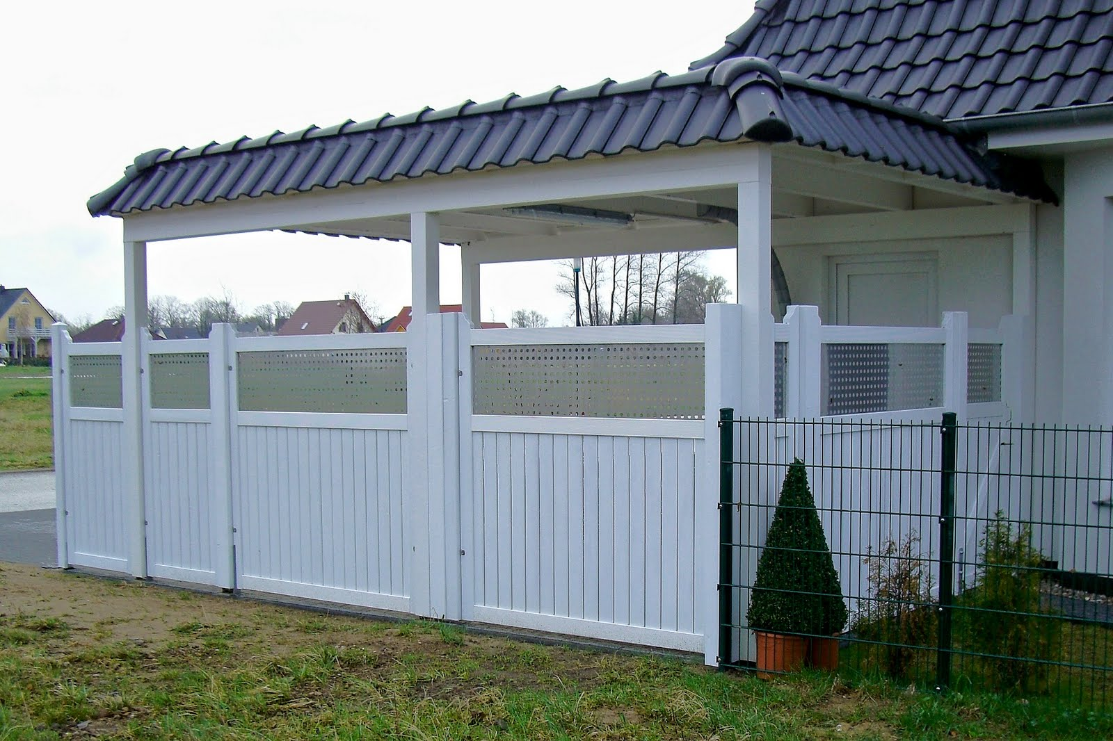 montage von handels blichen sichtschutzw nden f r carport und terrasse april 2011 gibt s was. Black Bedroom Furniture Sets. Home Design Ideas