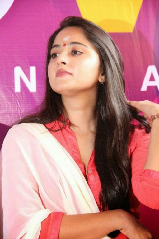 Anushka Shetty Stills At Inji Iduppazhagi Tamil Movie Launch Stills