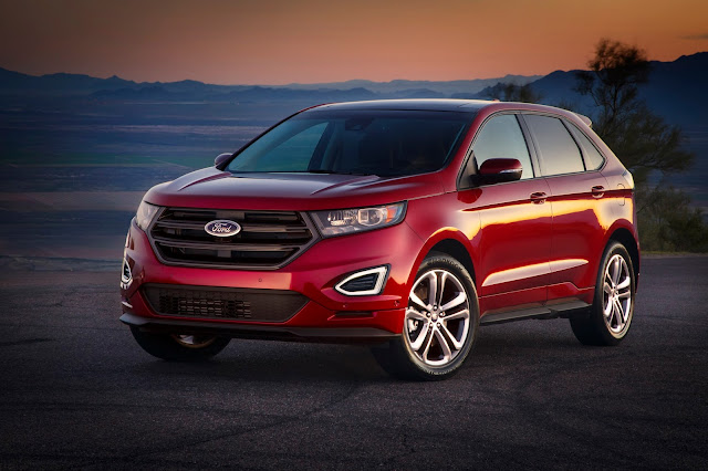 Front 3/4 view of 2015 Ford Edge