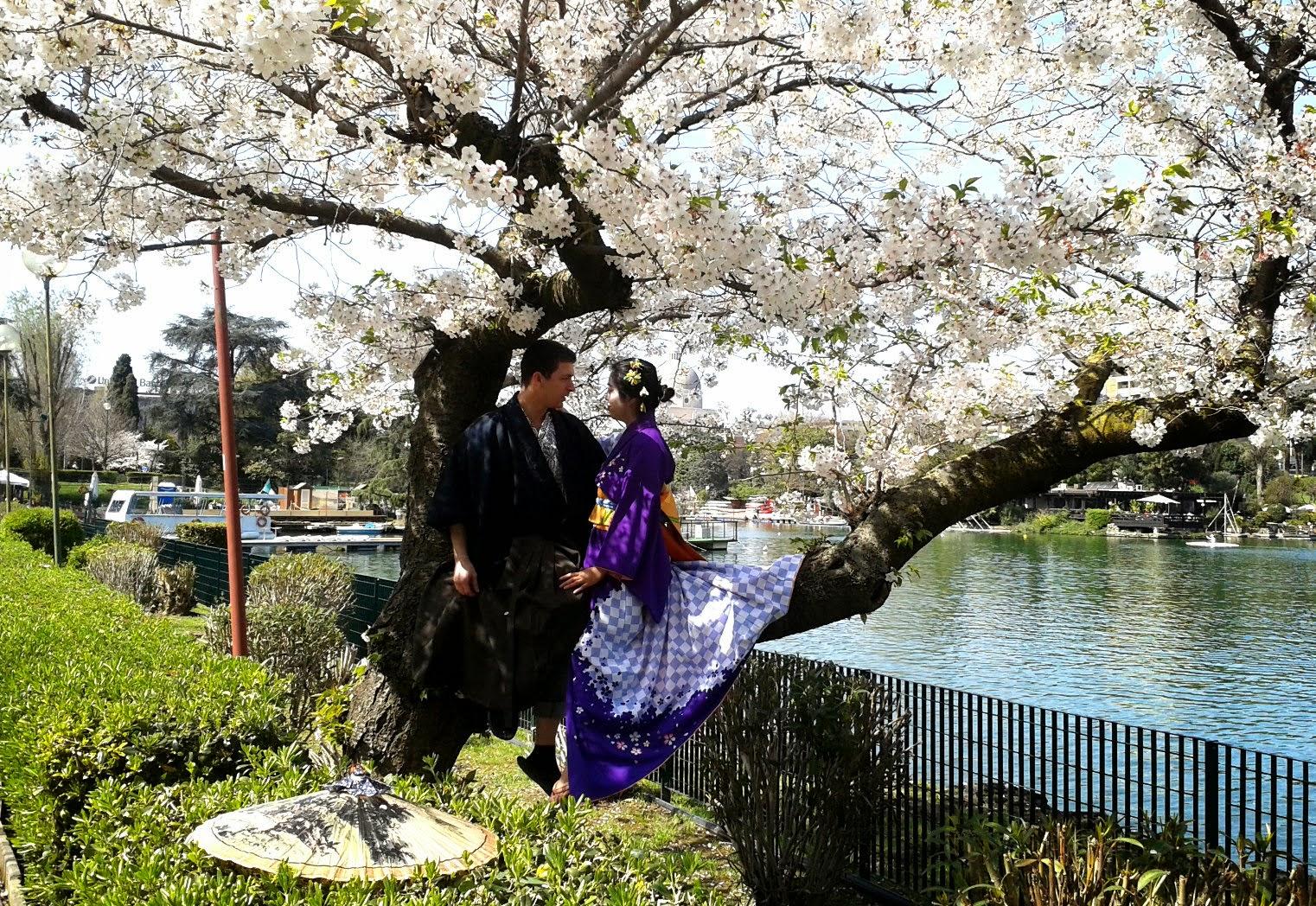 Coppia in costume tipico all'Hanami del 2014