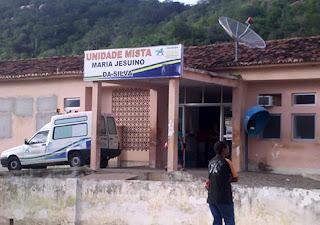 Por falta de médico e ambulância em Solidão criança é socorrida em moto para Tabira