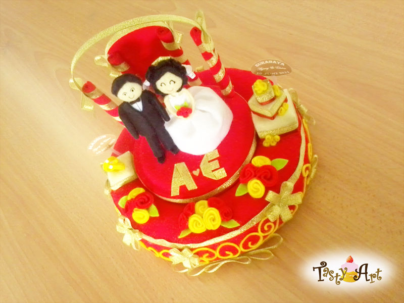 And so i made this Red and Gold wedding cake for her
