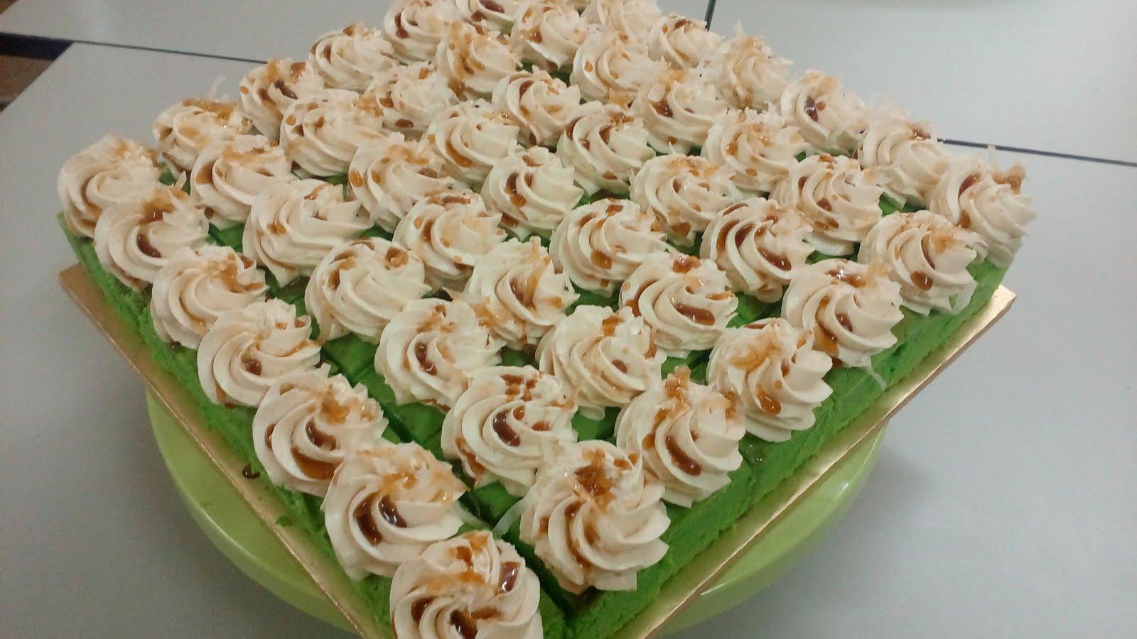 Pandan Gula Melaka Slice Cake