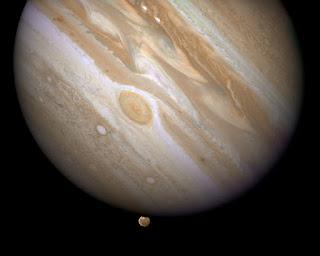 Юпитер со своим спутником Ганимедом