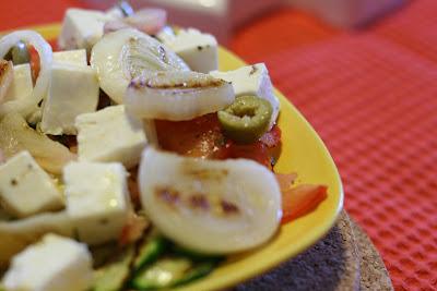 insalata greca con feta tiepida