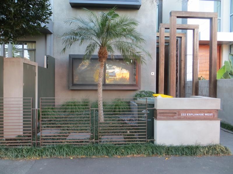 Good fences make good neighbours essay