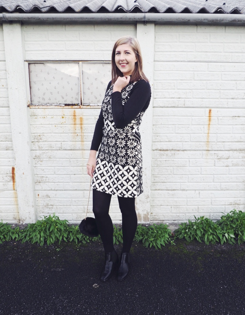 topshop, sixtiesflorals, blackandwhitedress, wiw, whatimwearing, asseenonme, fbloggers, fashionbloggers, fluffybag, primark, chelseaboots, asos, ootd, outfitoftheday, lotd, lookoftheday
