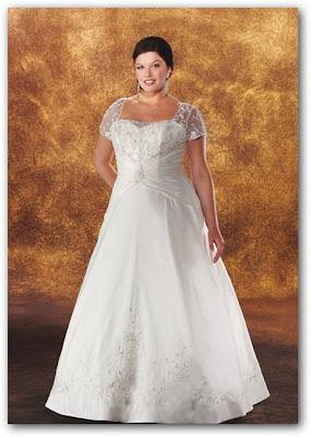 Vestido de boda con mangas de encaje blanco