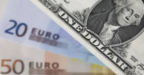 Dollar slips vs euro after US durable goods orders dive