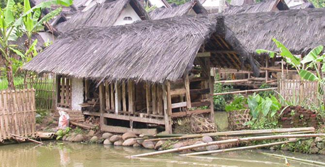 Kampung Naga Tetap Pertahankan Tradisi Leluhur