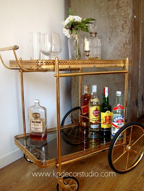 Camareras doradas. Mesitas auxiliares con ruedas. Muebles minibar vintage. Decoracion estilo art deco