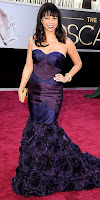 Глория Рубен на Оскари 2013 в тъмнолилава рокля силует русалка